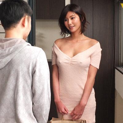 隣の神乳お姉さんは常にノーブラ透け乳首で、彼氏に隠れてこっそり僕を誘惑してくる 美乃すずめ  Vol.2